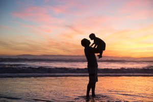 Parenting PLan dad with child on holiday